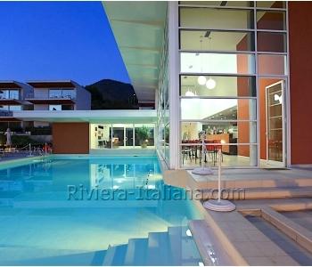 Современные апартаменты в комплексе с бассейном, рядом с Тирренским морем!