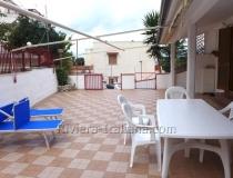 Апартамент с большой приватной территорией в центре Сан Никола Арчелла.