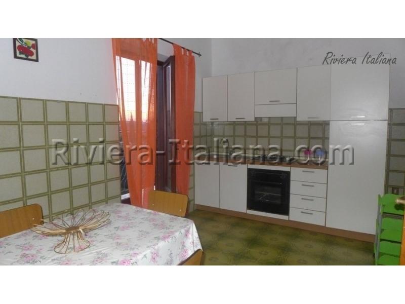 Отдельная кухня с балконом