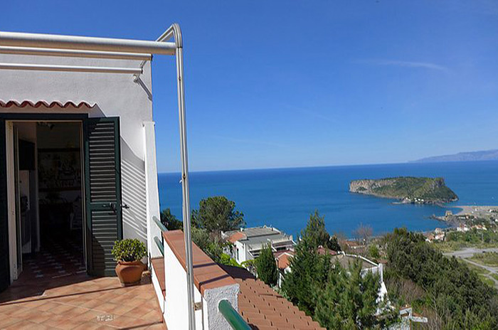 Apartment with magnificent panoramic views in Scalea (Calabria)