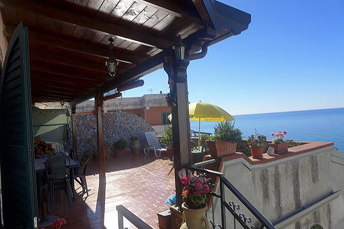 Apartment with magnificent panoramic views in Scalea