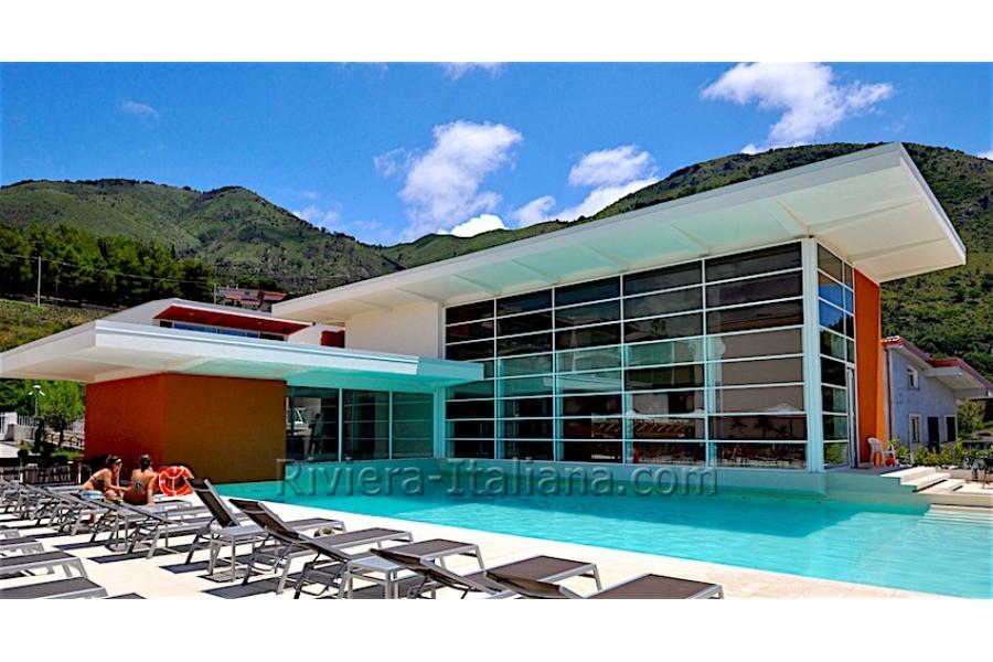 Appartamenti moderni in un residence con piscina a praia a for Appartamenti arredati moderni